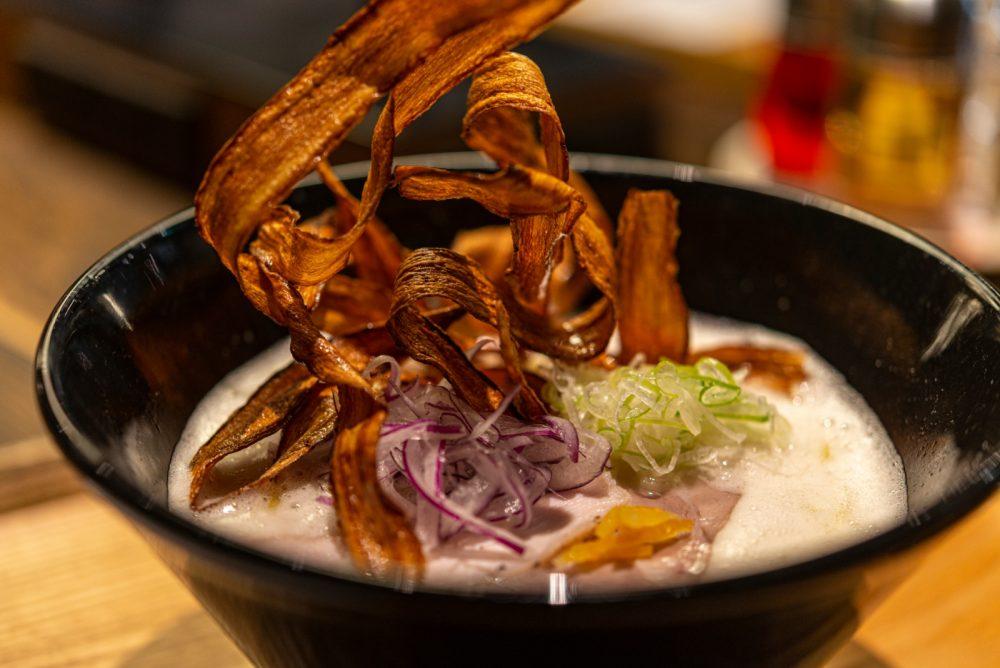 「鶏そば」雑味の少ない鶏本来のうまみを感じられる鶏白湯スープ