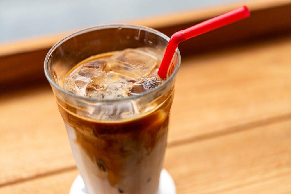 暑い日はアイスカフェオレも人気