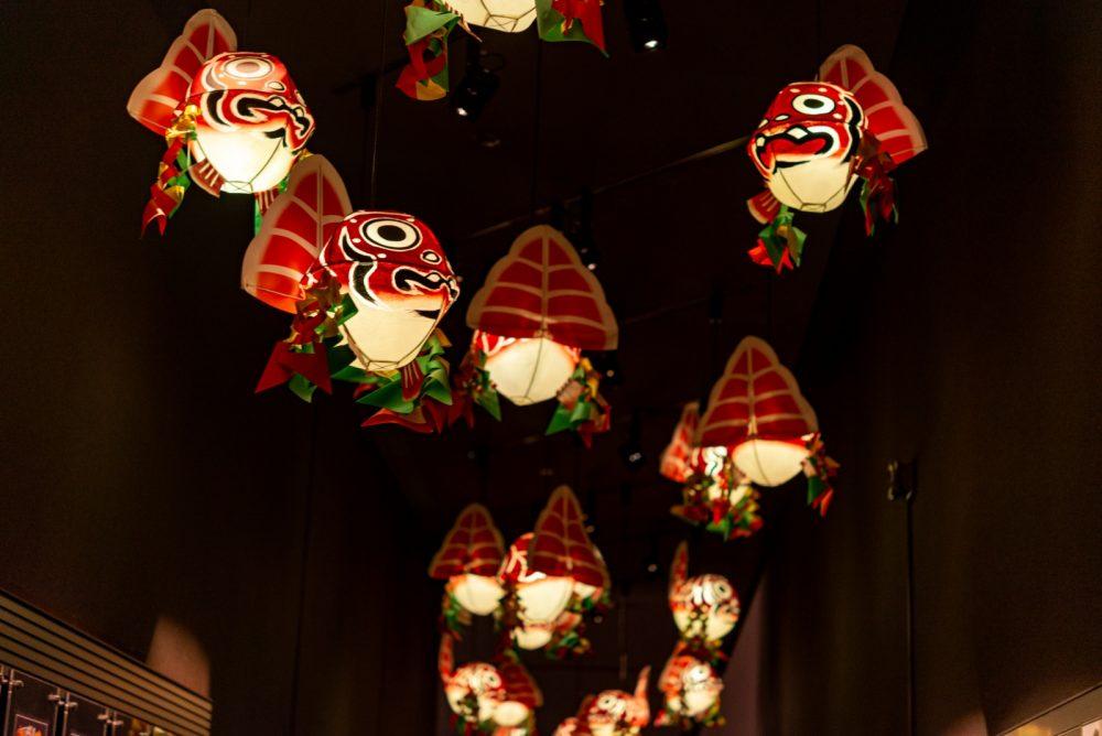 かわいらしく灯る金魚たち