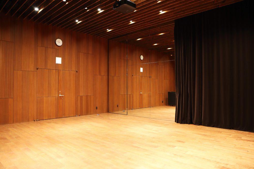 上映やダンスレッスンも可能なスタジオ
