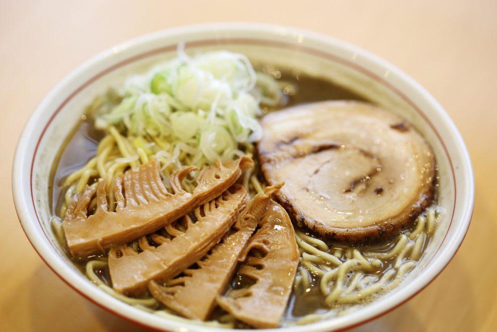 「ABO煮干しラーメン」 鶏のうまみと煮干しの風味を感じさせる新感覚のスープ