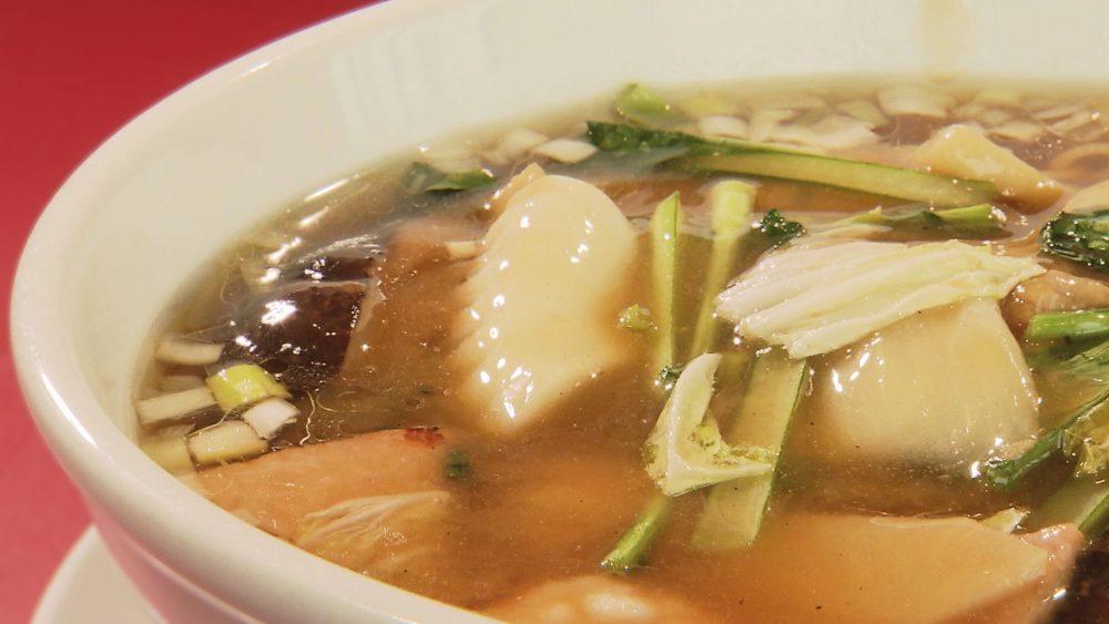やさしい鶏のうまみを感じるスープ