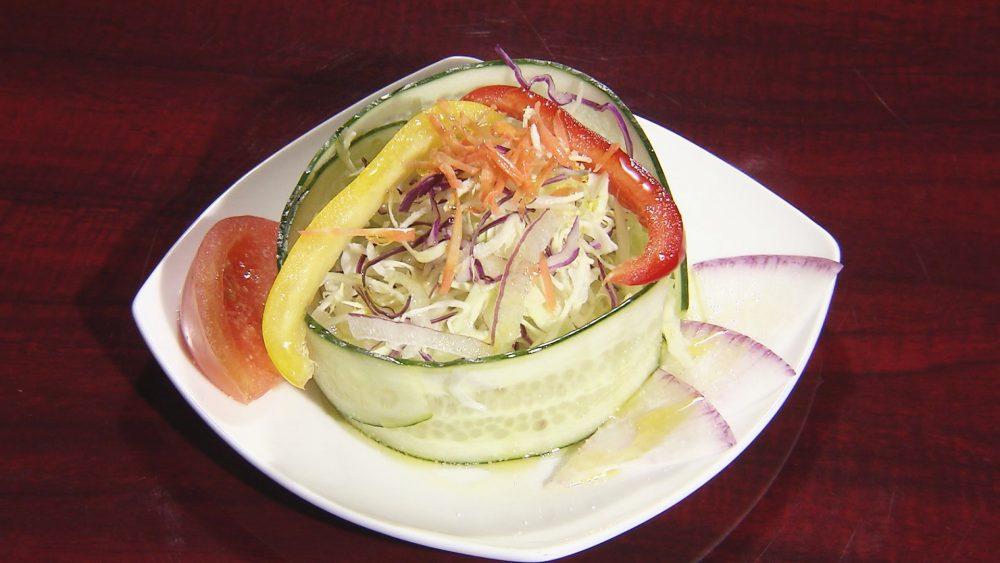 華やかなサラダ
