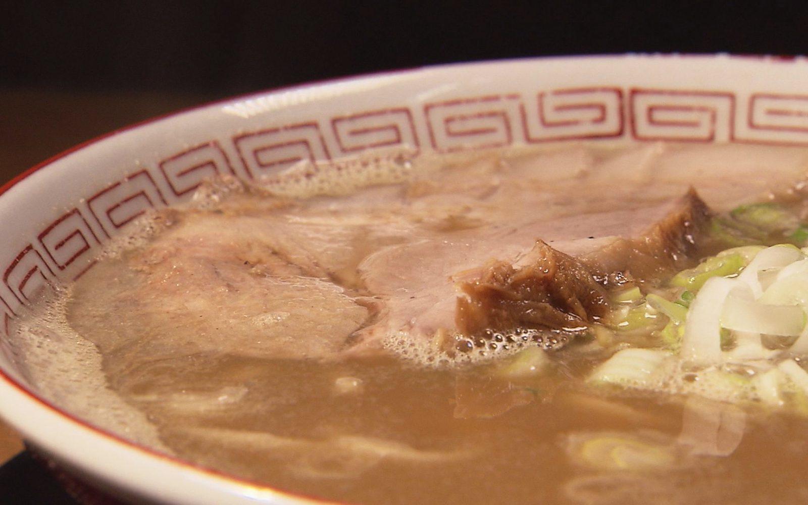 平子煮干しの上品な風味のスープに、特徴的な食感の自家製麺が印象的な一杯