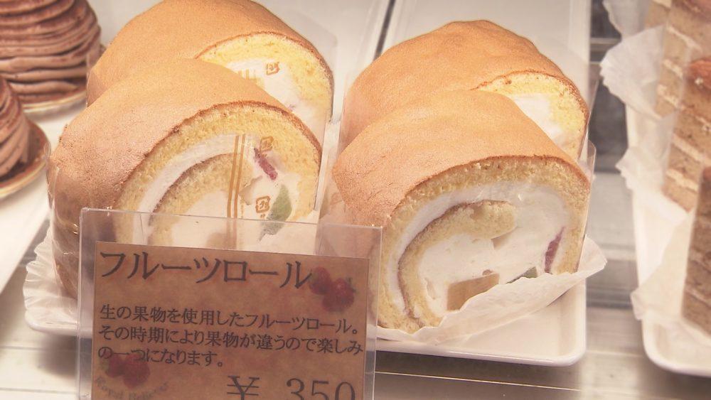 時期の果物をつかったロールケーキ